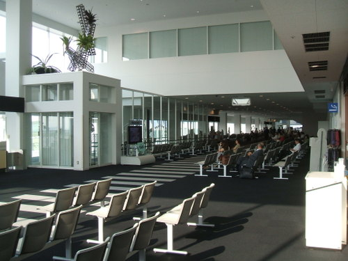 04 神戸空港待合室