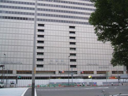 1-01 早朝の大阪駅1